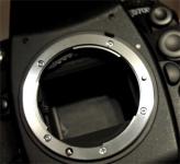 Lustro zawiesza się w górnej pozycji Nikon D700